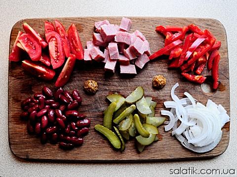 салат с помидорами и корнишонами