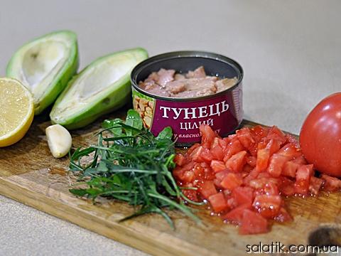 салат с тунцом и авокадо продукты