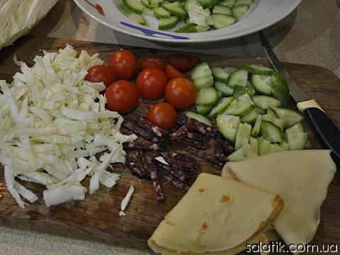 салат в корзиночках из блинов - продукты