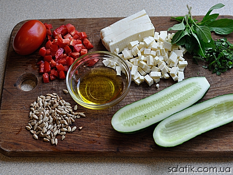 сырный салат в огурцах