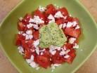 помидорный салат с соусом гуакамоле