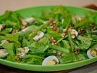 салат с перепелиными яйцами и орехами