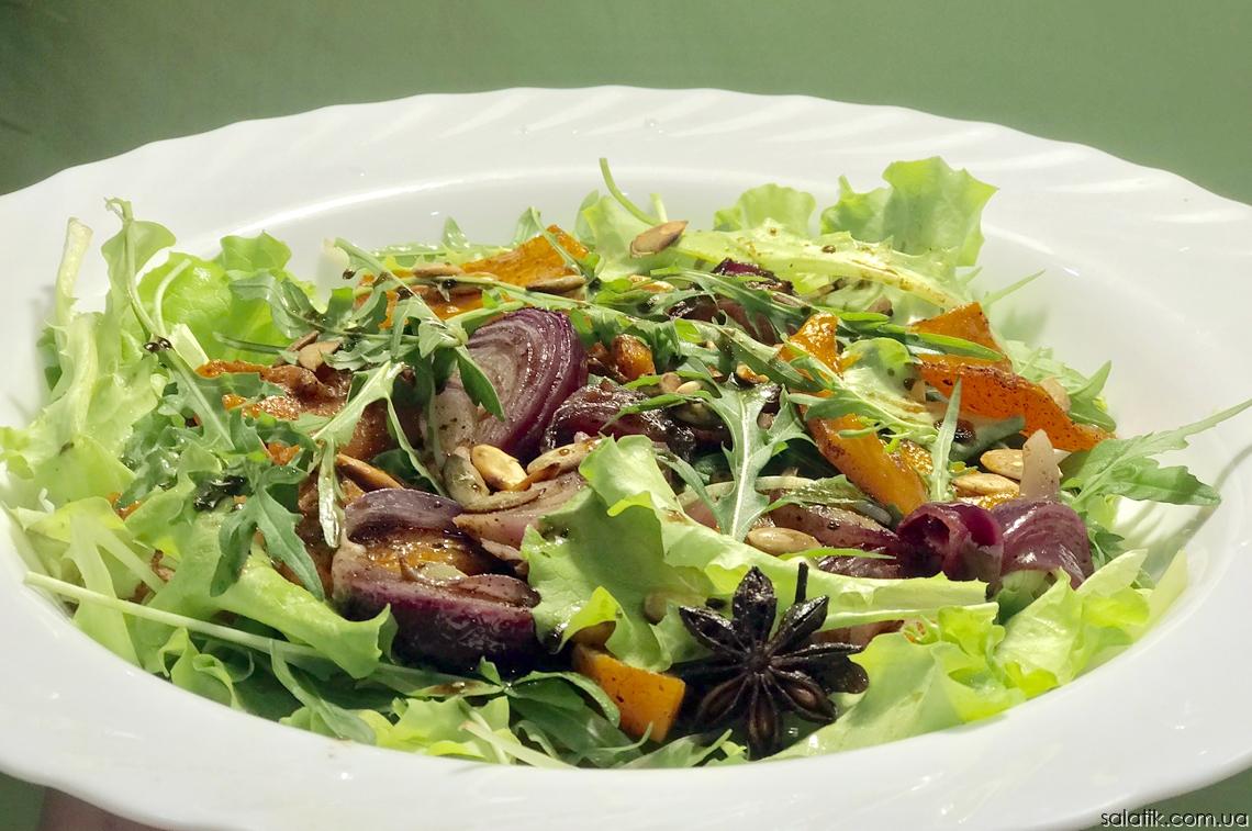 Пряный салат с печеной тыквой и луком