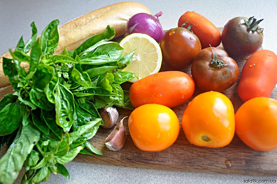 помидорный салат с крутонами