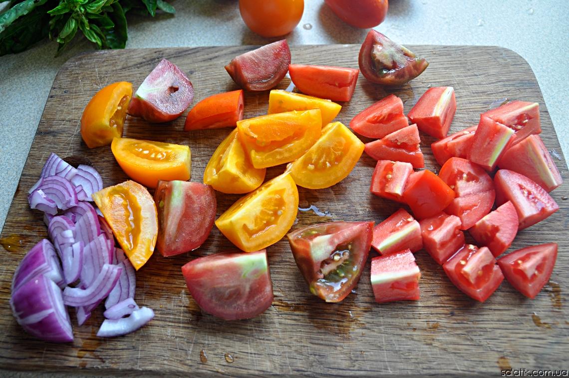 томаты для помидорного салата с крутонами