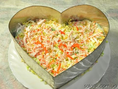 салат с крабовыми палочками и кукурузой фото